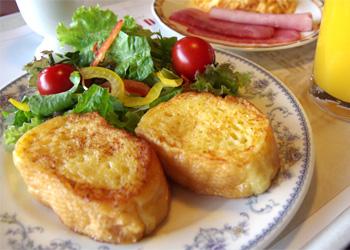 ホテルクラウンパレス小倉の朝食バイキング「フレンチトースト」