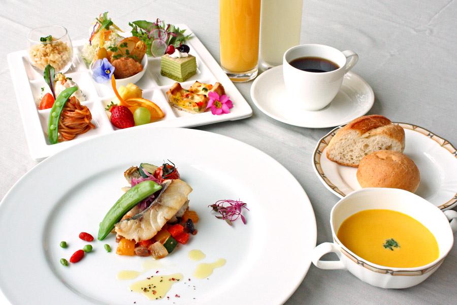 ホテルクラウンパレス小倉のランチ 土日祝ランチメイン料理「今週の魚料理」の写真