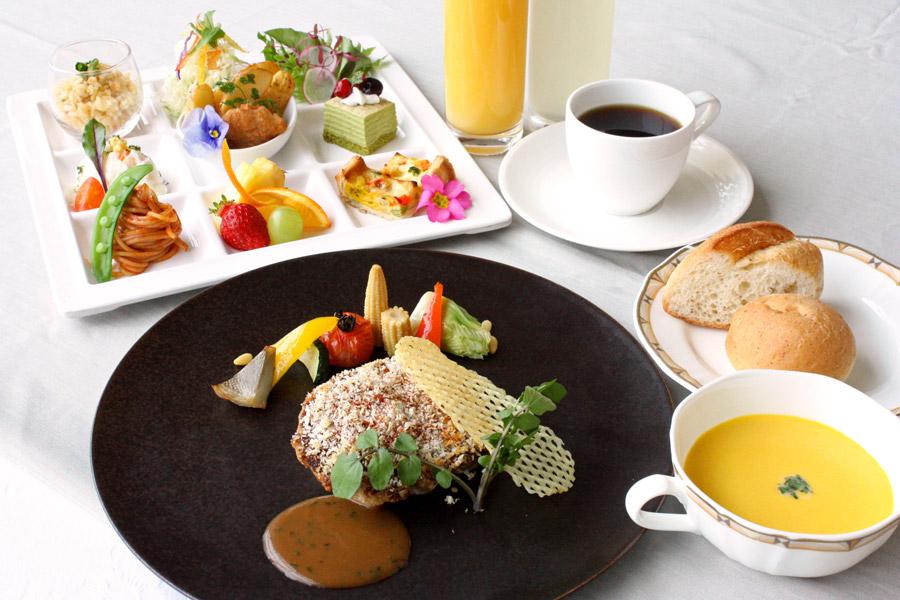 ホテルクラウンパレス小倉のランチ 土日祝ランチメイン料理「今週の肉料理」の写真