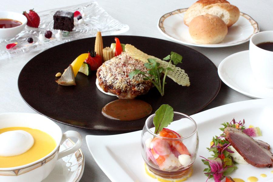 ホテルクラウンパレス小倉のランチ メイン料理「今週の肉料理」の写真