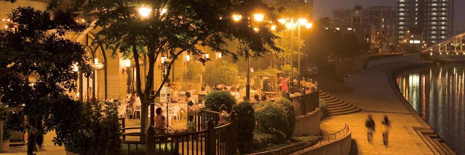 ホテルクラウンパレス小倉のレストランラヴァンドのテラス(夜)の写真