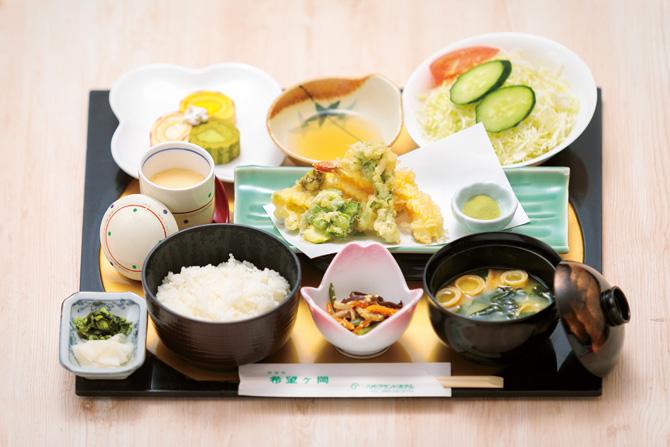 レストラン希望ヶ岡の春ランチ「春野菜の天麩羅盛り」