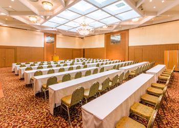 八代グランドホテルの宴会場「瑞穂」スクール形式