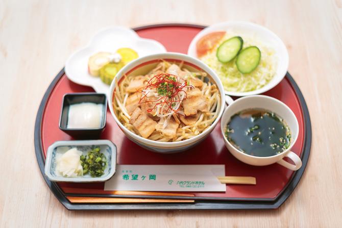 レストラン希望ヶ岡の春ランチ「焼豚丼」