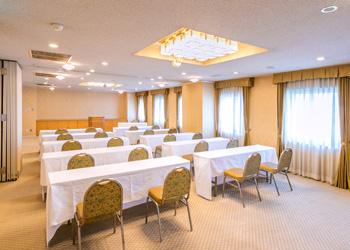 八代グランドホテルの会議室「夕葉・白百合」スクール形式
